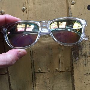 UO REFLECTIVE MIRROR CLEAR SUNGLASSES OS